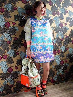 Clothing, Sleeve, Pattern, Textile, Style, Fashion accessory, Street fashion, Bag, Fashion, Electric blue,
