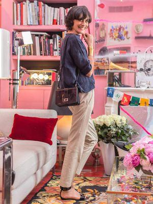 Room, Shelf, Bag, Interior design, Shelving, Beauty, Bookcase, Bouquet, Interior design, Street fashion,