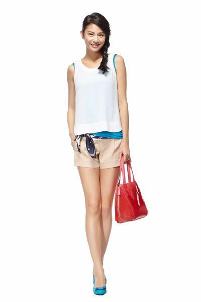 Product, Sleeve, Shoulder, Human leg, Joint, White, Bag, Style, Fashion accessory, Sleeveless shirt,