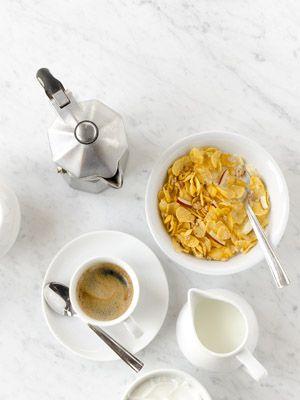 Ingredient, Corn flakes, Cuisine, Food, Breakfast cereal, Spoon, Bowl, Serveware, Kitchen utensil, Breakfast,