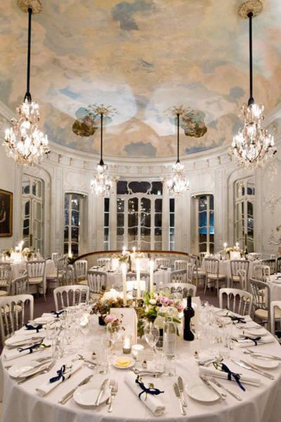 Tablecloth, Dishware, Interior design, Room, Textile, Function hall, White, Light fixture, Furniture, Ceiling,