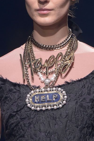 Fashion accessory, Style, Jewellery, Fashion, Body jewelry, Neck, Metal, Necklace, Fashion design, Embellishment,