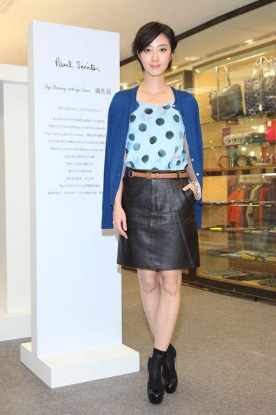 Sleeve, Collar, Style, Waist, Uniform, Street fashion, Fashion, Knee, Pattern, Electric blue,