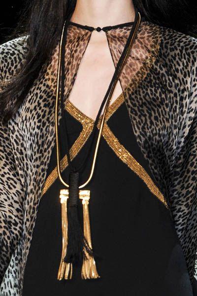 Shoulder, Jewellery, Style, Fashion accessory, Body jewelry, Fashion, Neck, Black, Necklace, Metal,