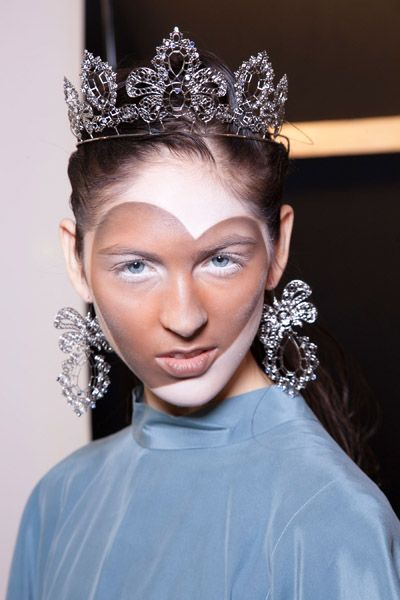 Hairstyle, Forehead, Eyebrow, Eyelash, Hair accessory, Headpiece, Style, Fashion accessory, Headgear, Beauty,