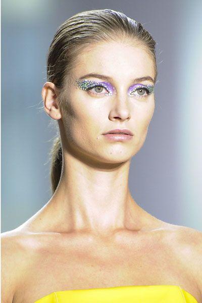 Lip, Yellow, Hairstyle, Skin, Shoulder, Eyebrow, Eyelash, Joint, Style, Jaw,