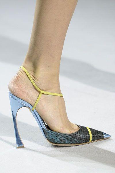 Footwear, Yellow, Green, Human leg, High heels, Joint, Sandal, Foot, Fashion, Black,