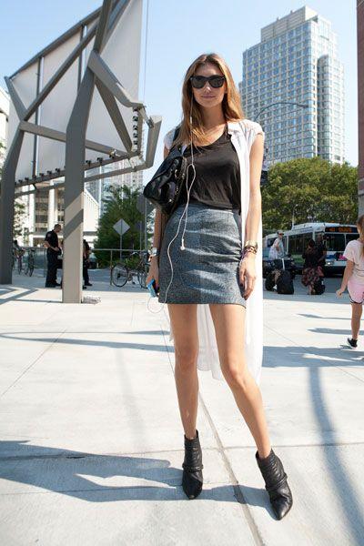 Clothing, Eyewear, Leg, Shoulder, Human leg, Outerwear, Fashion accessory, Style, Dress, Street fashion,
