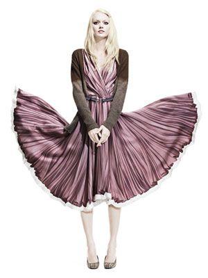 Sleeve, Standing, Formal wear, Pink, Dress, Costume design, Fashion illustration, One-piece garment, Costume, Fashion,