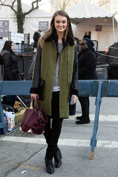 Trousers, Textile, Outerwear, Winter, Coat, Jeans, Style, Bag, Fashion accessory, Street fashion,