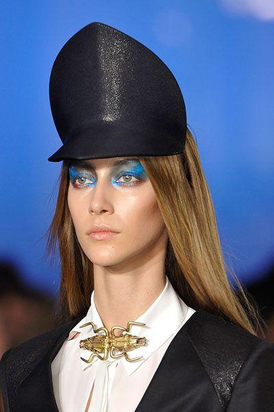 Lip, Collar, Formal wear, Style, Fashion accessory, Headgear, Costume accessory, Fashion, Blazer, Costume hat,