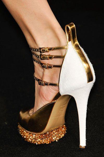 Footwear, High heels, Shoe, Sandal, Basic pump, Fashion, Tan, Bridal shoe, Foot, Dancing shoe,