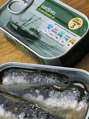 Fluid, Fish, Fish, Material property, Seafood, Oily fish, Anchovy (food), Label, Silver, Ray-finned fish,