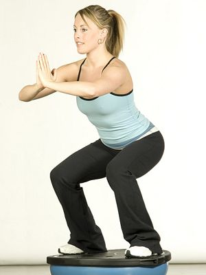 Finger, Human leg, Human body, Elbow, Shoulder, Wrist, Standing, Joint, Active pants, Physical fitness,