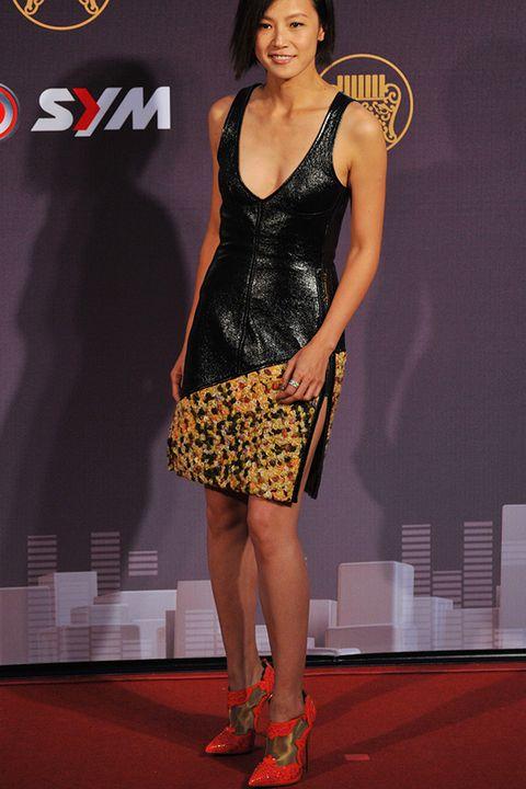 Clothing, Shoulder, Flooring, Human leg, Shoe, Dress, Style, Carpet, Fashion model, Fashion,