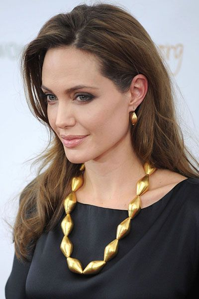 Ear, Hairstyle, Chin, Forehead, Eyebrow, Earrings, Fashion accessory, Mammal, Style, Jewellery,