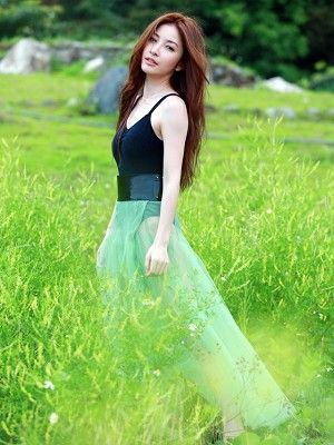 Hair, Nature, Nose, Mouth, Grass, Green, Hairstyle, Photograph, People in nature, Summer,