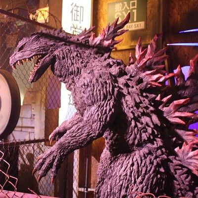 Purple, Sculpture, Jaw, Magenta, Violet, Fictional character, Mythical creature, Dragon, Snapshot, Fur,