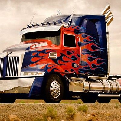 Motor vehicle, Wheel, Mode of transport, Automotive design, Transport, Vehicle, Automotive exterior, Automotive tire, Hood, Automotive lighting,
