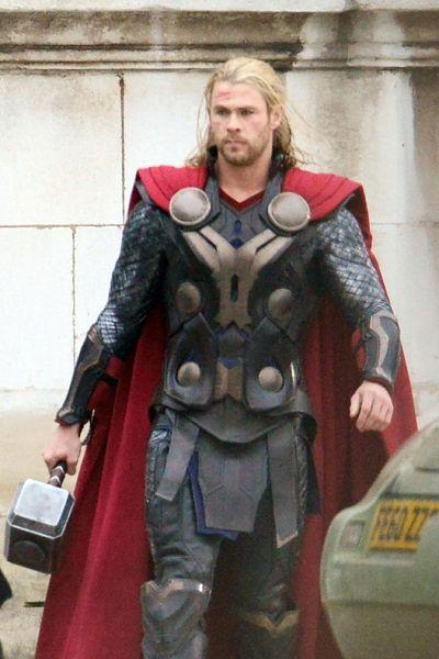 Fictional character, Armour, Costume, Costume design, Hero, Cosplay, Glove, Breastplate, Avengers, Cloak,