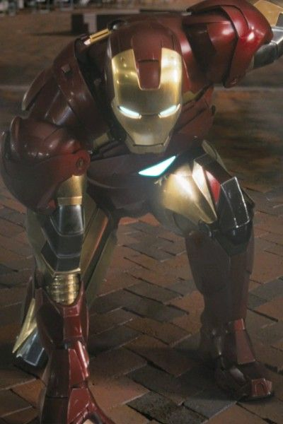 Armour, Carmine, Fictional character, Mecha, Machine, Technology, Knight, Robot, Action figure, Breastplate,