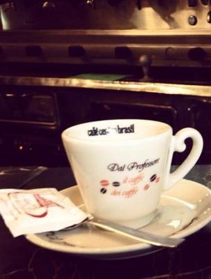 Serveware, Coffee cup, Cup, Drinkware, Dishware, Porcelain, Tableware, Teacup, Ceramic, Kitchen appliance,