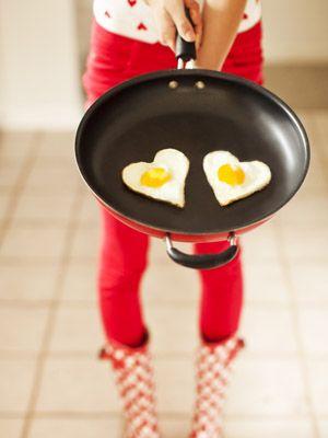 Food, Cookware and bakeware, Frying pan, Ingredient, Cuisine, Cooking, Recipe, Kitchen utensil, Pan frying, Egg yolk,