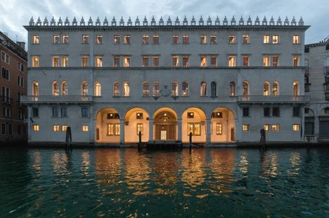 Architecture, Reflection, Facade, Building, Watercourse, Palace, Symmetry, Apartment, Mixed-use, Arch,