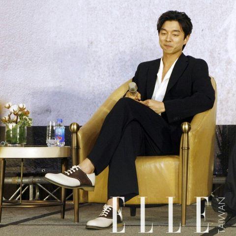 Sitting, White-collar worker, Furniture, Businessperson, Suit, Formal wear,