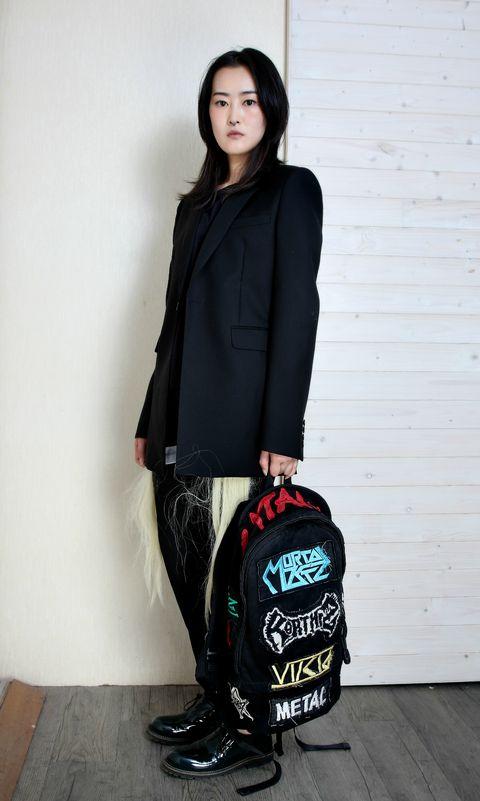 Sleeve, Shoulder, Outerwear, Style, Collar, Blazer, Knee, Black, Street fashion, Fashion model,