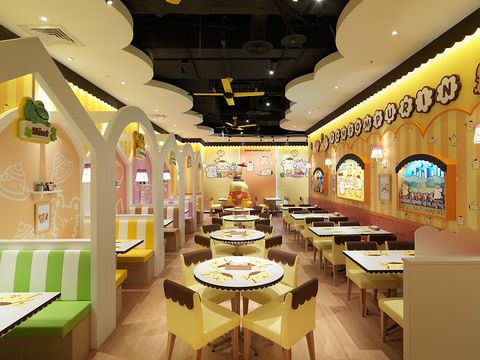 Lighting, Interior design, Ceiling, Interior design, Light fixture, Restaurant, Ceiling fixture, Decoration, Cafeteria,