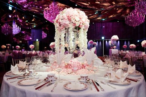 Tablecloth, Dishware, Event, Serveware, Decoration, Textile, Function hall, Purple, Furniture, Stemware,
