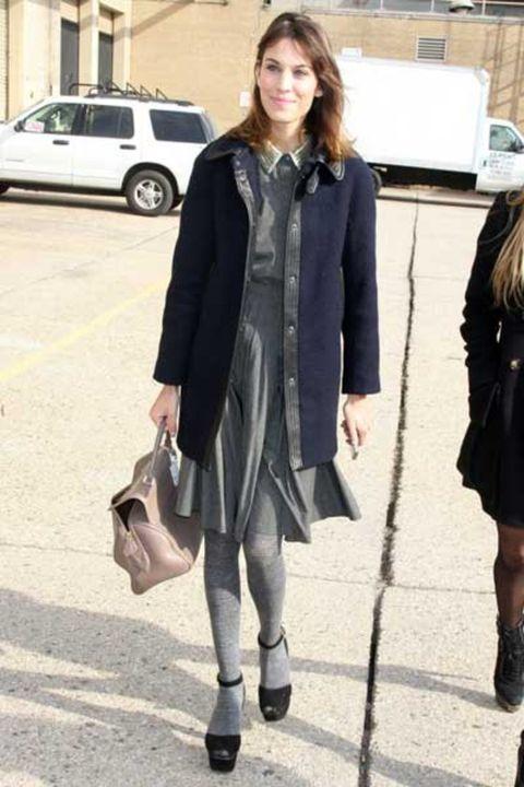Clothing, Leg, Sleeve, Bag, Outerwear, Coat, Street fashion, Style, Vehicle door, Knee,