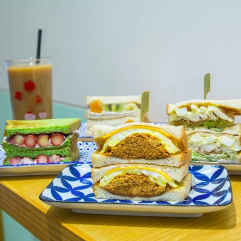 Food, Finger food, Cuisine, Ingredient, Dish, Tableware, Serveware, Meal, Plate, Breakfast,