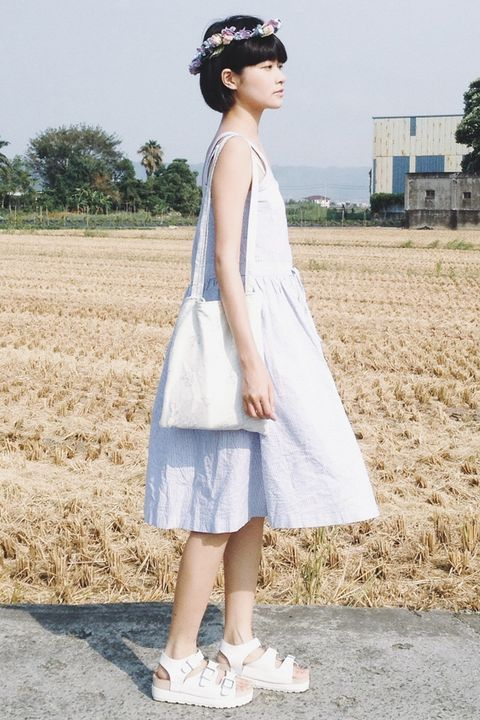 Clothing, Sleeve, Dress, Shoulder, Textile, White, Headpiece, One-piece garment, Day dress, Field,