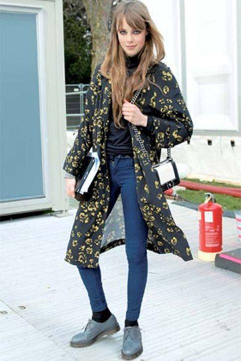 Clothing, Textile, Outerwear, Bag, Style, Street fashion, Pattern, Fashion accessory, Door, Fashion,
