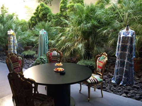 Table, Furniture, Chair, Garden, Outdoor table, Kitchen & dining room table, Outdoor furniture, Coffee table, Flowerpot, Dining room,