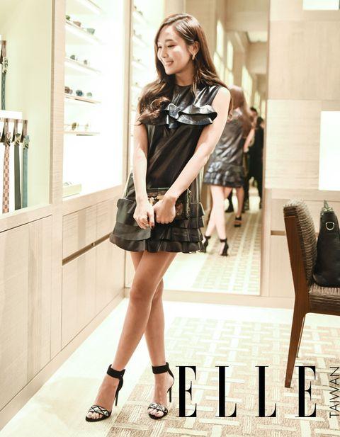 Leg, Dress, Sleeve, Shoulder, Human leg, Collar, Style, Formal wear, Fashion accessory, Beauty,