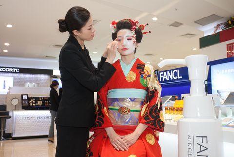 Hairstyle, Sakko, Shimada, Fashion, Beauty, Costume, Tradition, Kimono, Lipstick, Hair accessory,