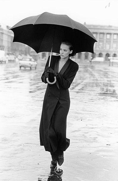Sleeve, Umbrella, Standing, Outerwear, White, Style, Coat, Monochrome, Street fashion, Winter,