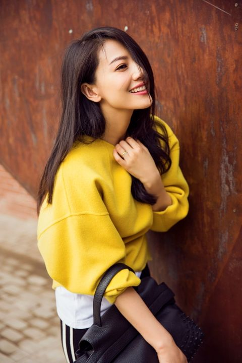 Hair, Hairstyle, Yellow, Sleeve, Happy, Black hair, Beauty, Youth, Street fashion, Thigh,