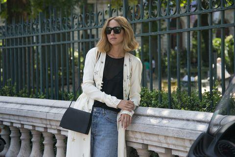 Eyewear, Glasses, Sunglasses, Textile, Denim, Outerwear, Bag, Street fashion, Fashion accessory, Blazer,