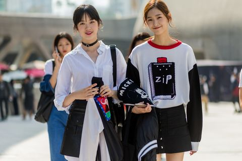 Sleeve, Outerwear, Street fashion, Bag, Fashion, Uniform, Waist, Floor hockey, Brown hair, Shoulder bag,