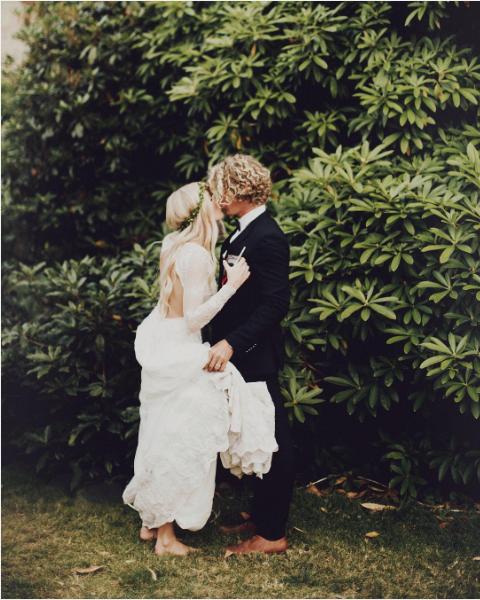 Coat, Dress, Photograph, Suit, People in nature, Interaction, Romance, Love, Bride, Gesture,