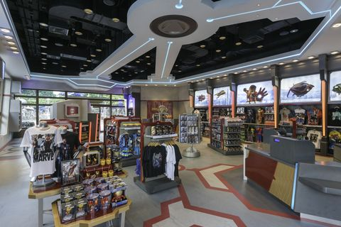 Retail, Interior design, Ceiling, Trade, Shopping mall, Market, Shelf, Marketplace, Outlet store, Convenience store,