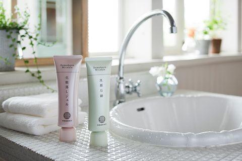 Fluid, Product, Plumbing fixture, Property, Tap, Bathtub accessory, Sink, Plumbing, Aqua, Bathtub,