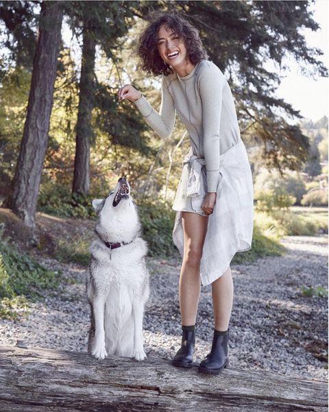 Human, Textile, Outerwear, Dog, Dog breed, Carnivore, Dress, Street fashion, Boot, Companion dog,