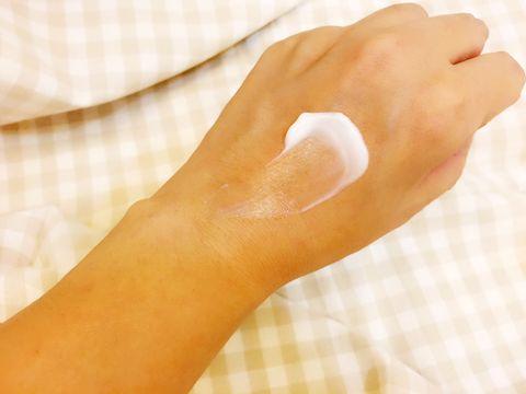 Skin, Hand, Finger, Nail, Beige, Thumb, Gesture,