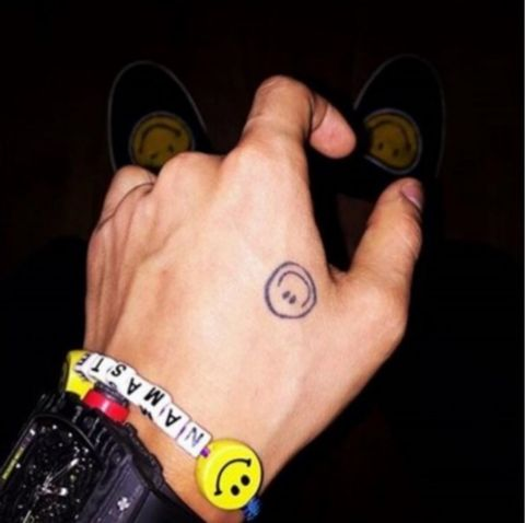 Arm, Finger, Hand, Yellow, Wrist, Joint, Muscle, Nail,