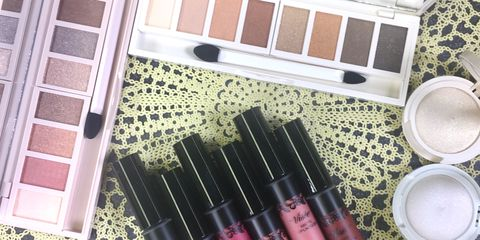 Pink, Cosmetics, Eye shadow, Eye, Beauty, Lip gloss, Organ, Purple, Brown, Eye liner,
